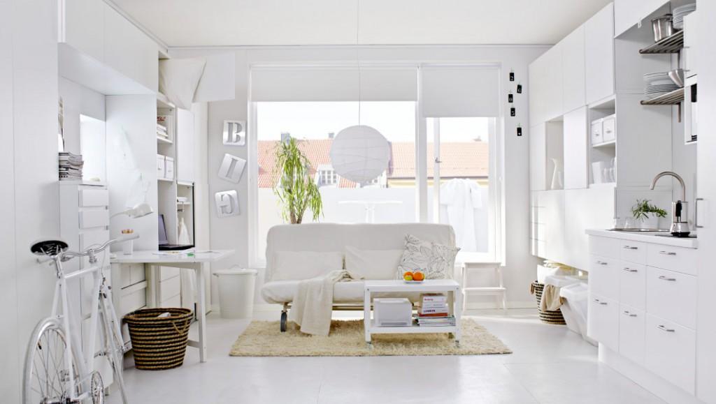 Интерьер однокомнатной квартиры в белых цветах
