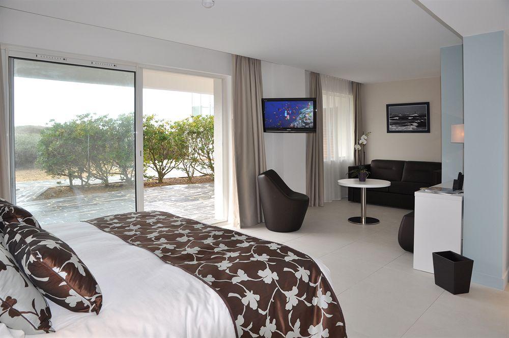 Совмещенная гостиная и спальня в доме