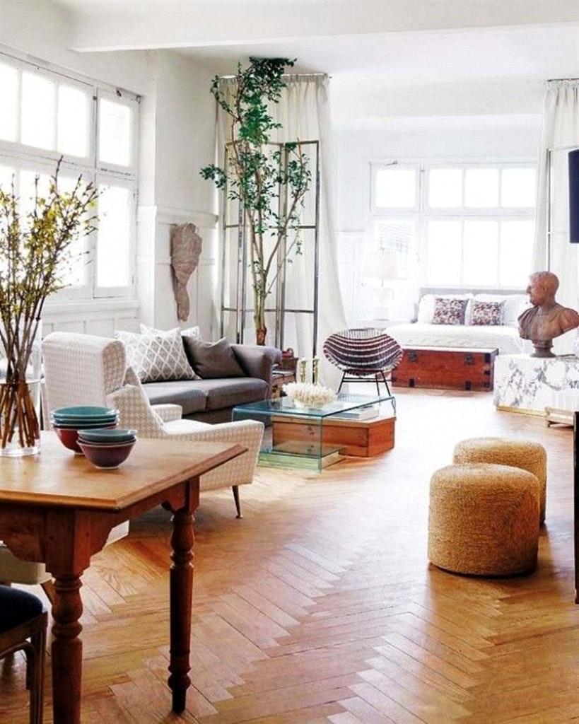 Совмещенная гостиная и спальня в эклектичном стиле