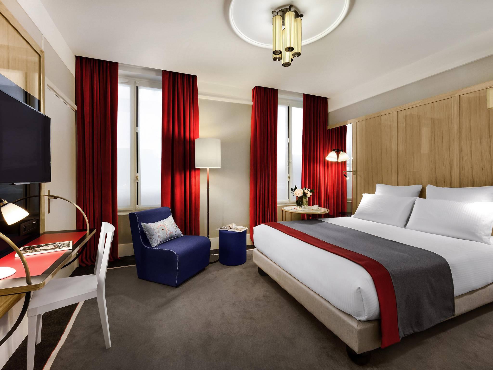 Гостиная спальня красная