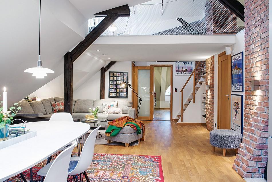 Совмещенная гостиная и спальня с надстроенным этажом