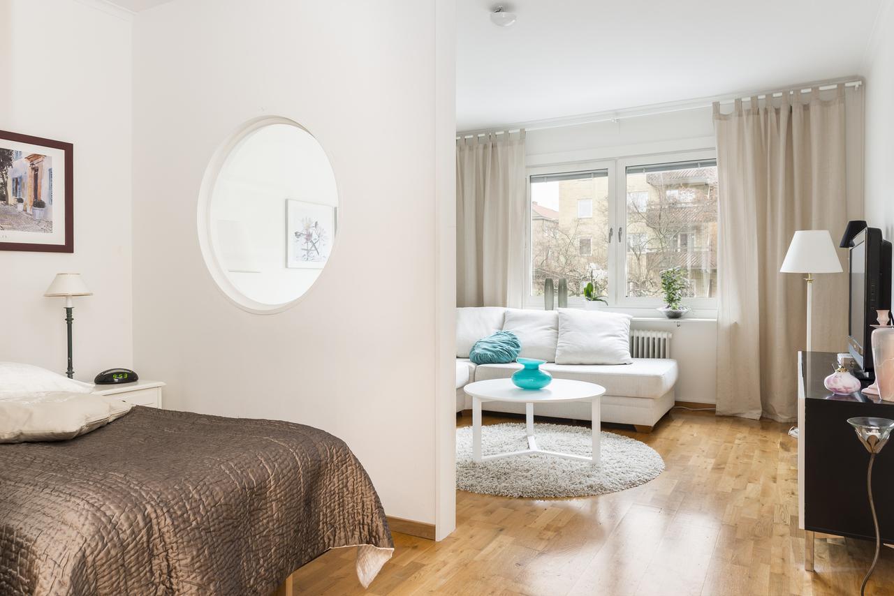 Совмещенная гостиная и спальня разделение