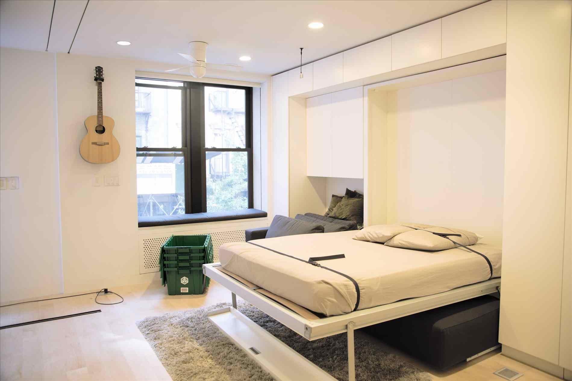 Гостиная спальня с кроватью трансформером