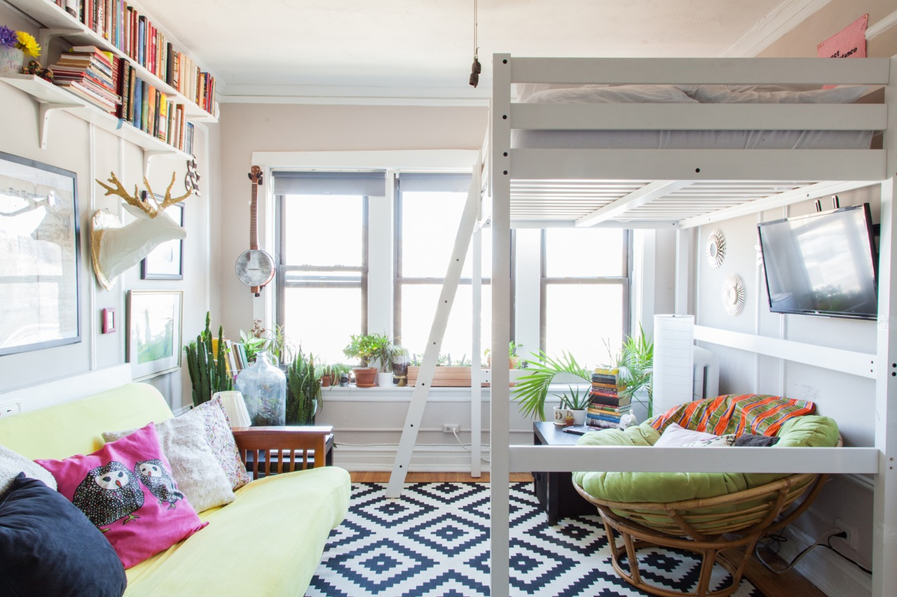 Однокомнатная квартира с кроватью чердаком