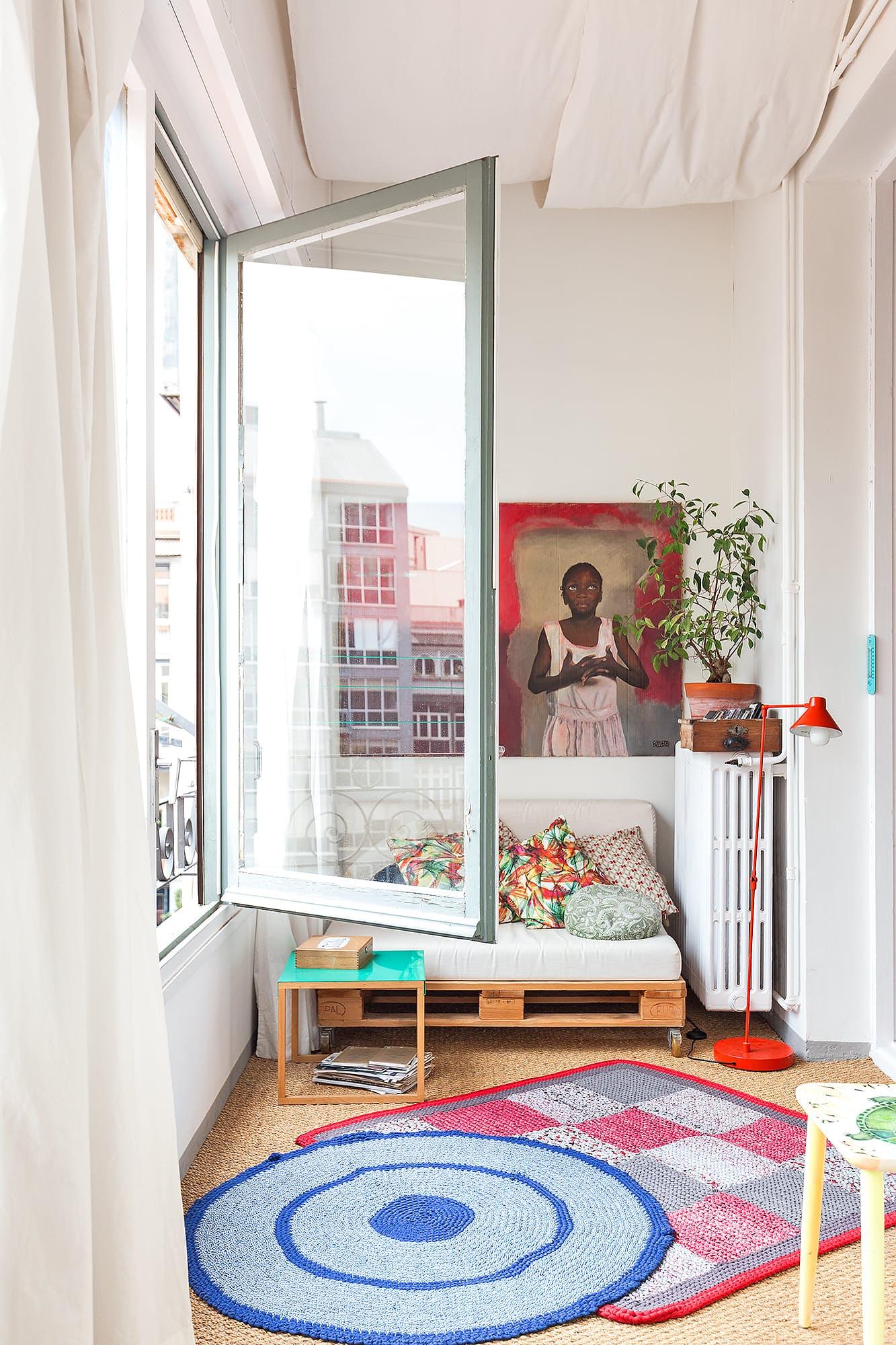 Детская для двоих детей в однушке с диваном
