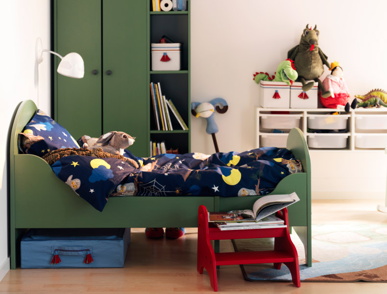 Уголок ребенка с кроватью