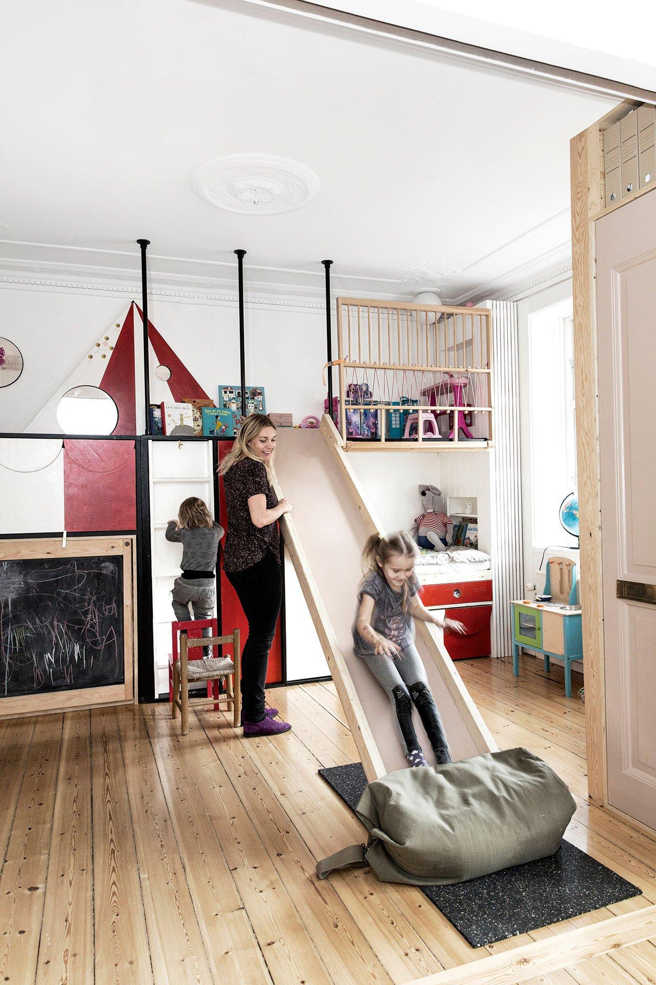 Интерьер однушки игровой конструкцией для детей