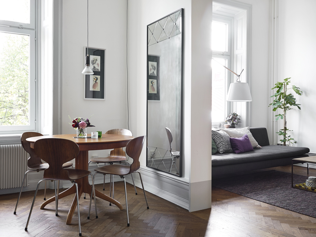 Бюджетный ремонт в однокомнатной квартире с зеркалом