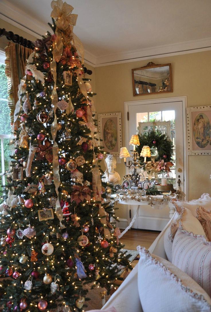 Декор однокомнатной квартиры елкой