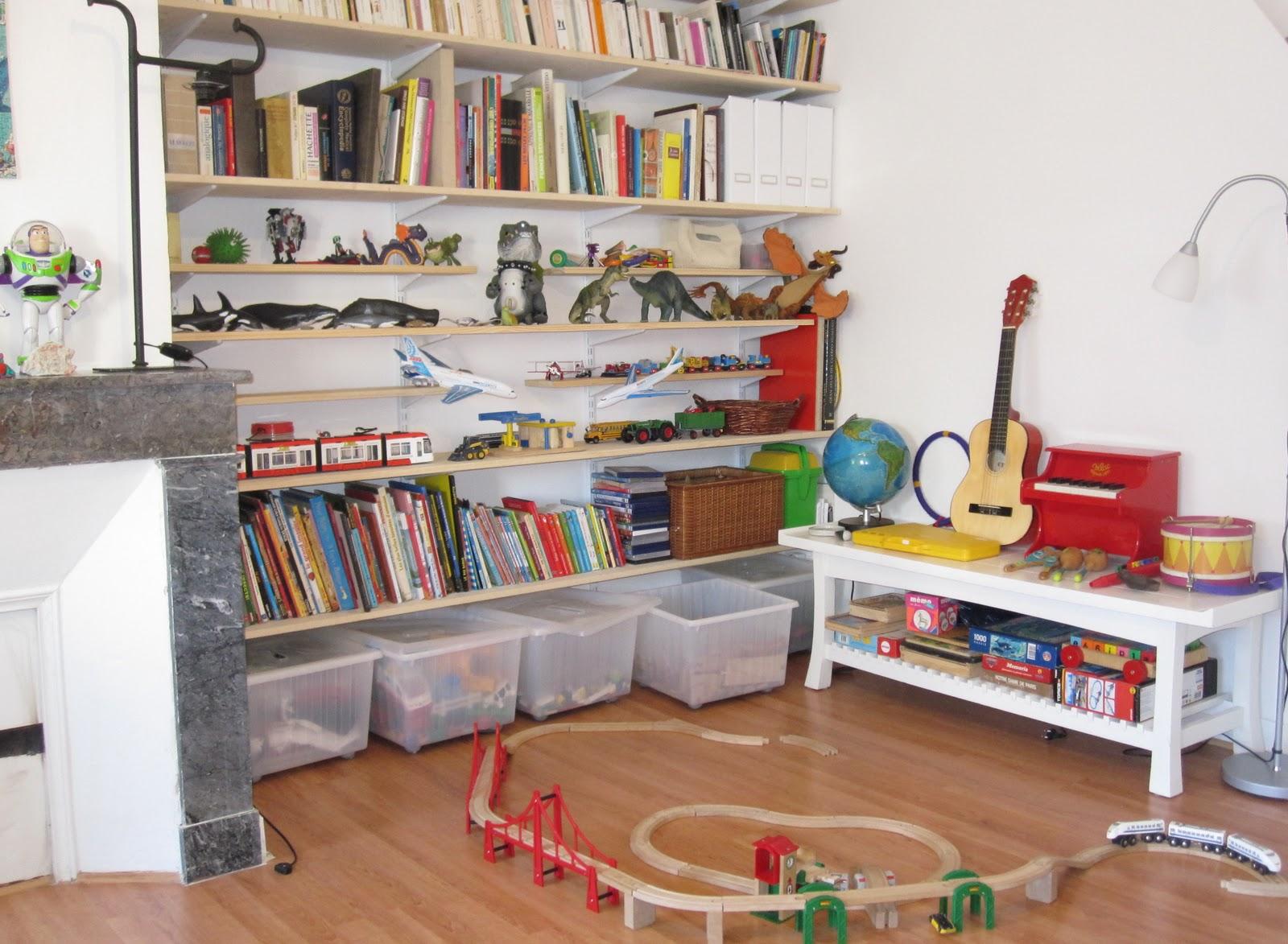 Хранение детских игрушек в гостиной