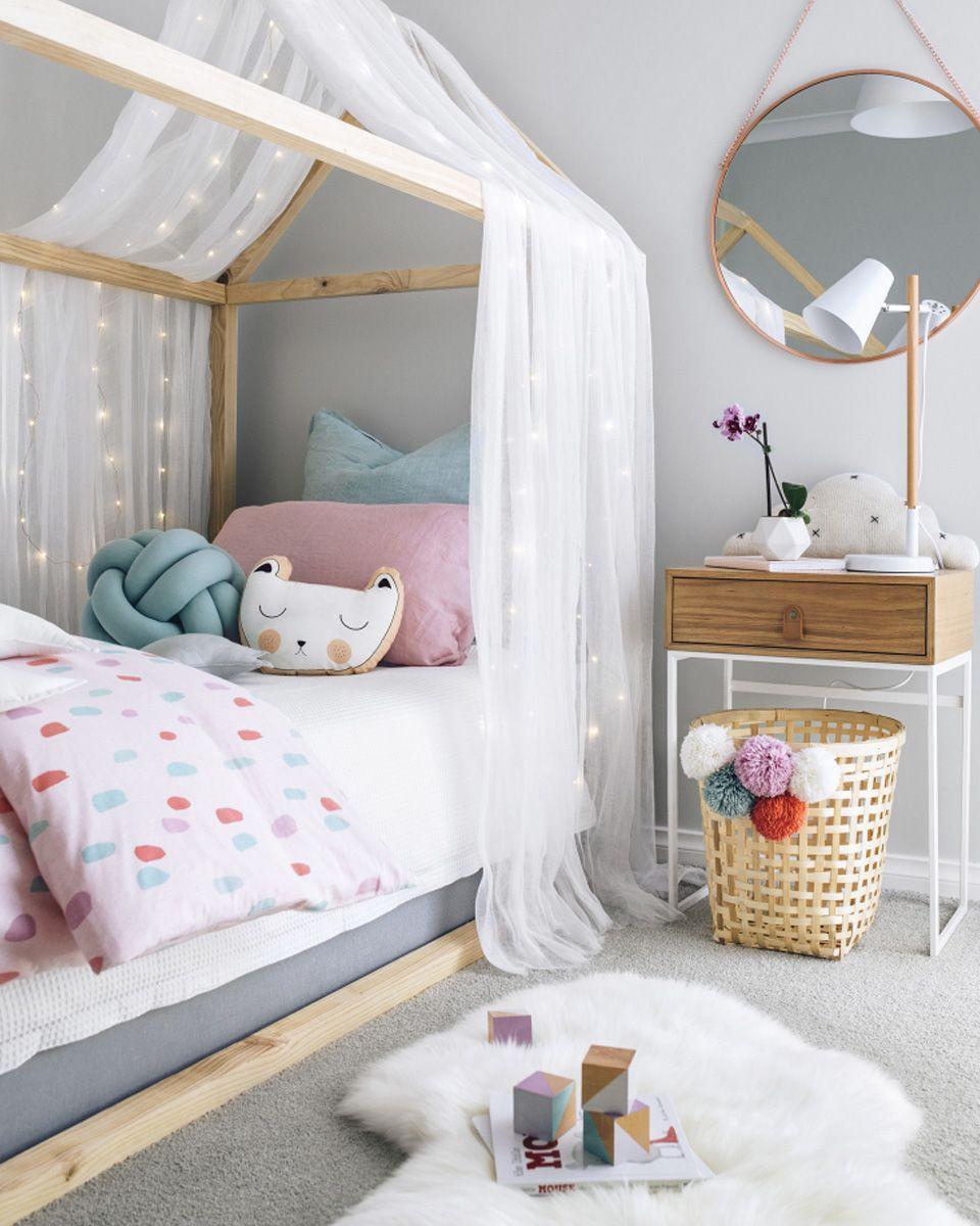 Детская кровать в гостиной