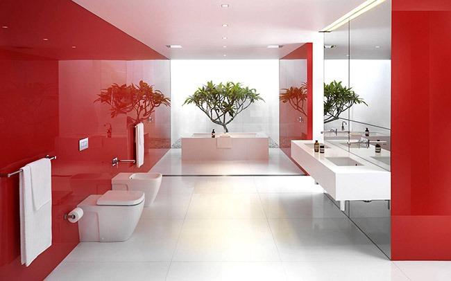 Красный в интерьере ванной