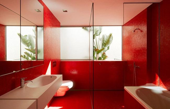 Красный цвет в ванной