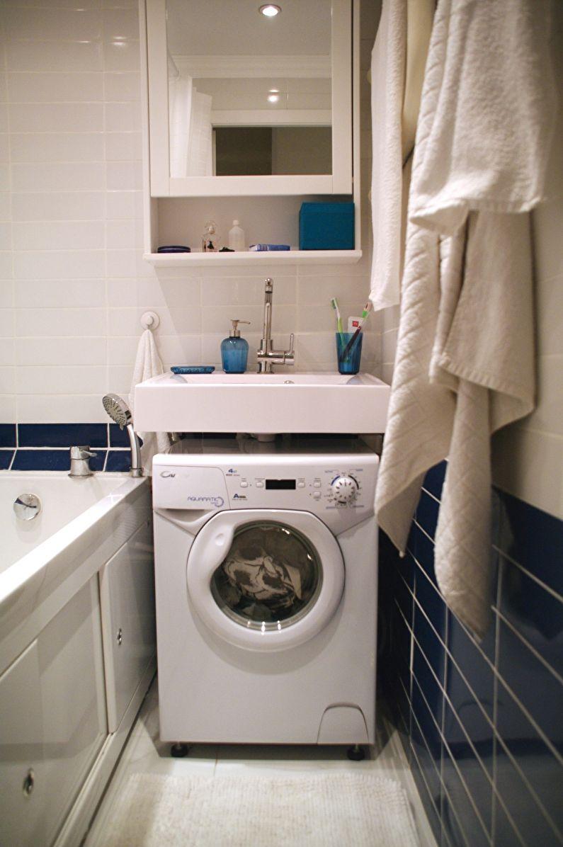 Компактное расположение стиральной машины в ванной комнате