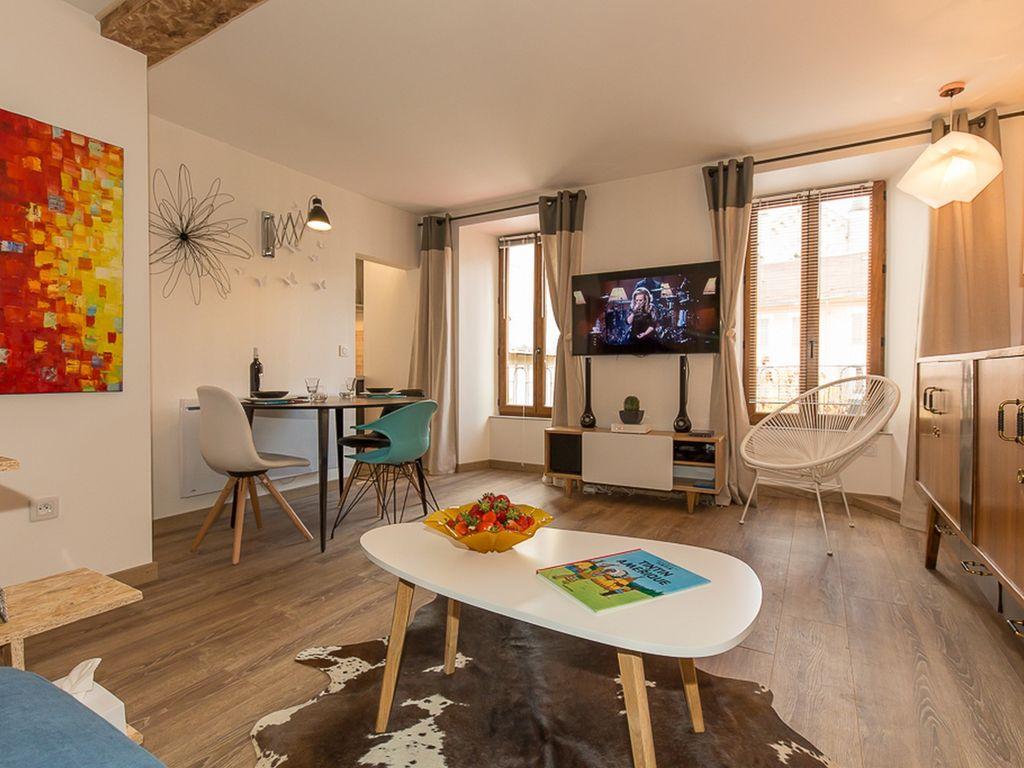 Обстановка однокомнатной квартиры в стиле модерн