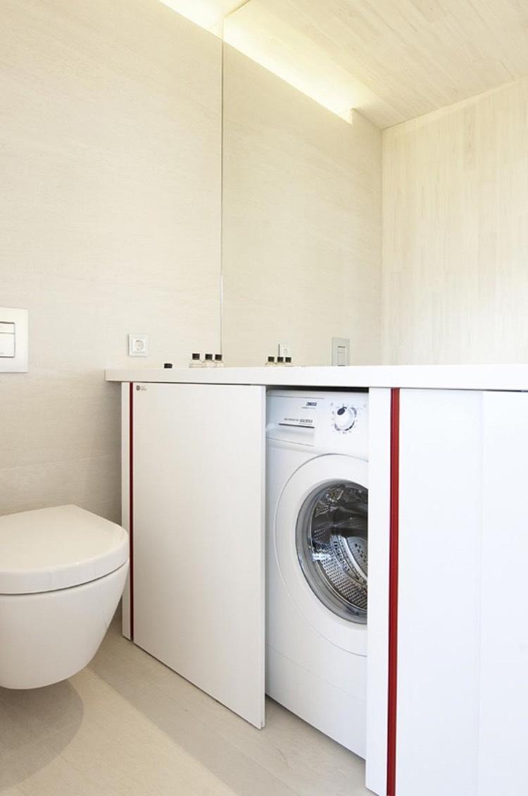Скрытая стиральная машина в ванной комнате
