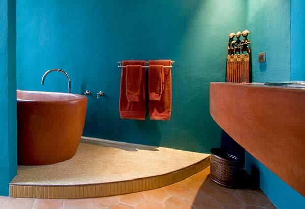 колубой и коричневый в ванной