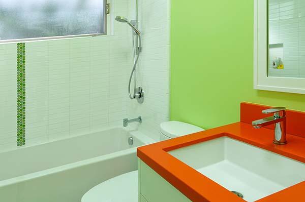 Зелено оранжевая ванная
