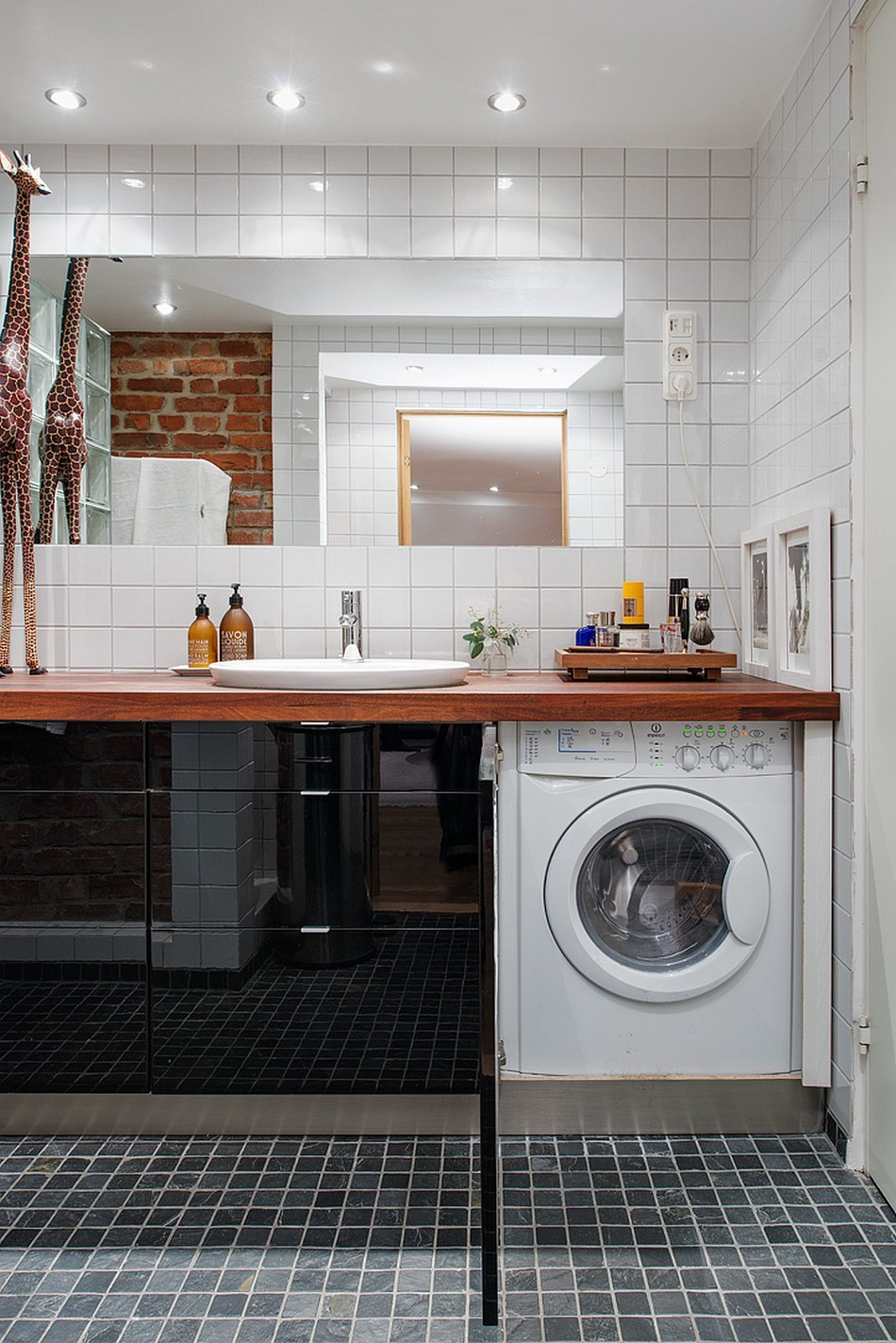 Узкая стиральная машина в ванной комнате