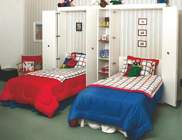 Кровать красная и синяя