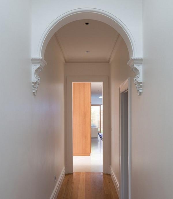 Классический коридор с аркой