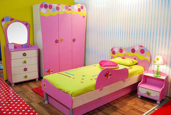 Детская для девочки с розовым шкафом