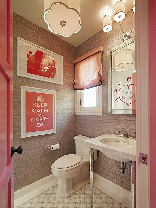 Розовый интерьер ванной