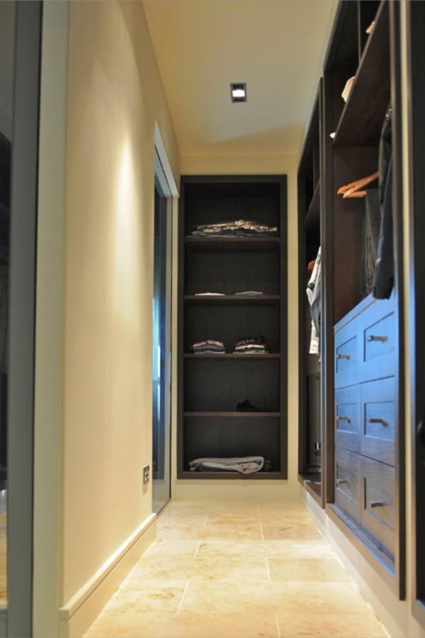 Шкаф в коридоре черный