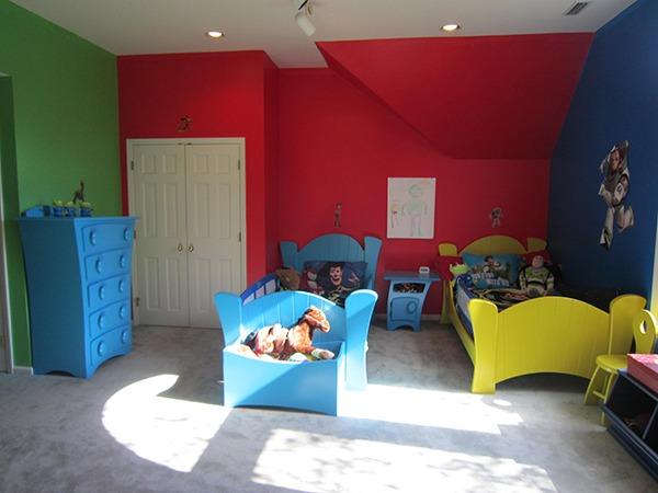 Детская с цветными кроватками