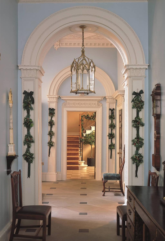 Дизайн коридора с аркой ажурной