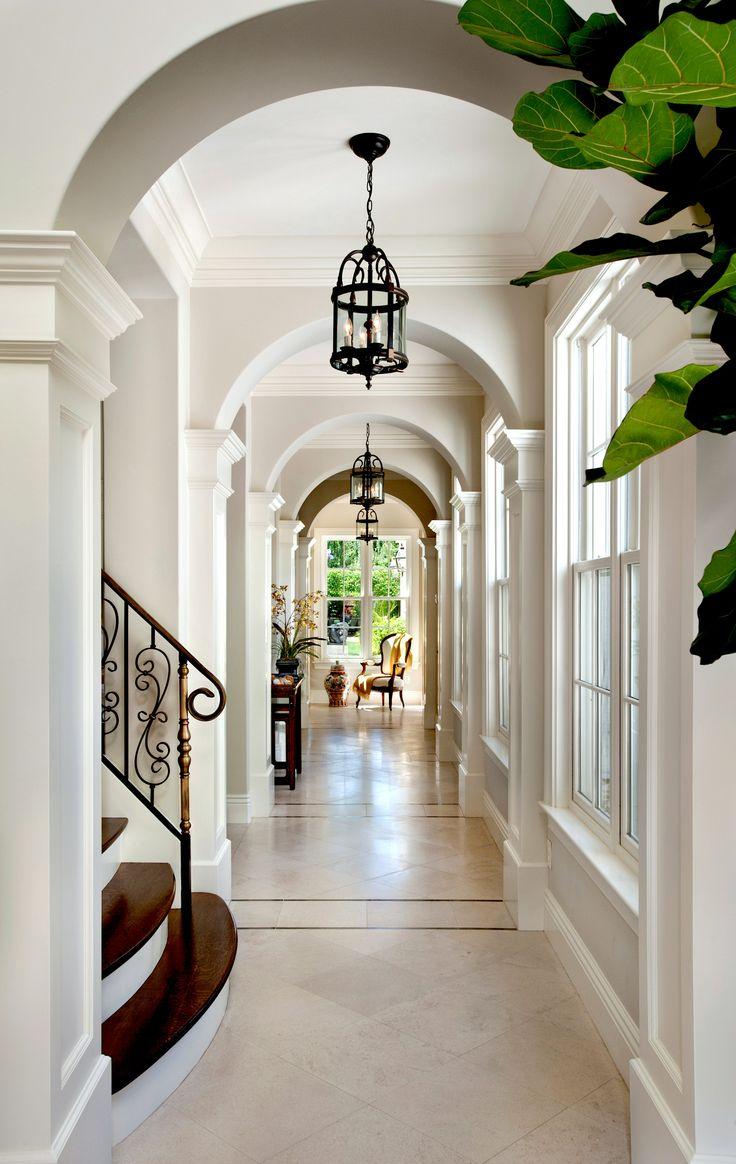 Дизайн коридора с аркой белой