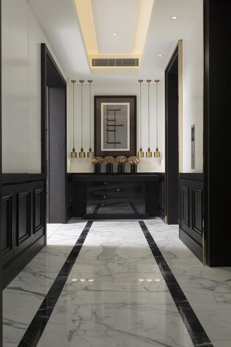 Отделка коридора панелями черными