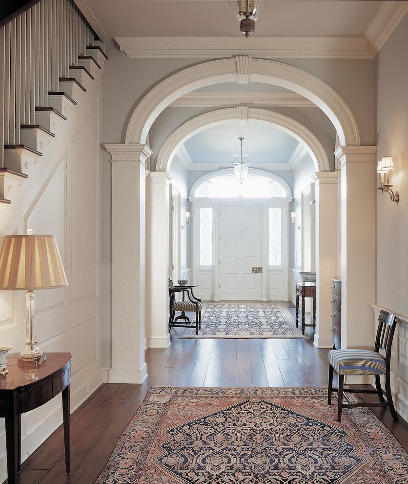 Дизайн коридора с аркой классической