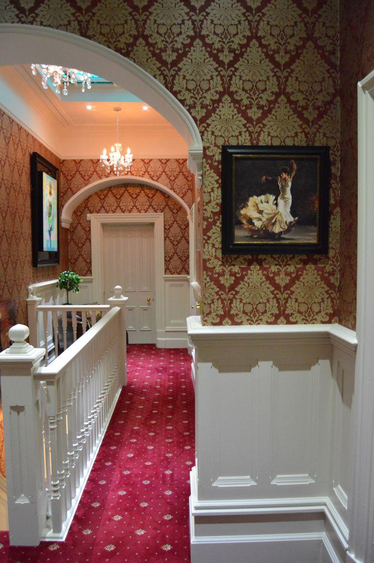 Отделка коридора панелями в классическом стиле