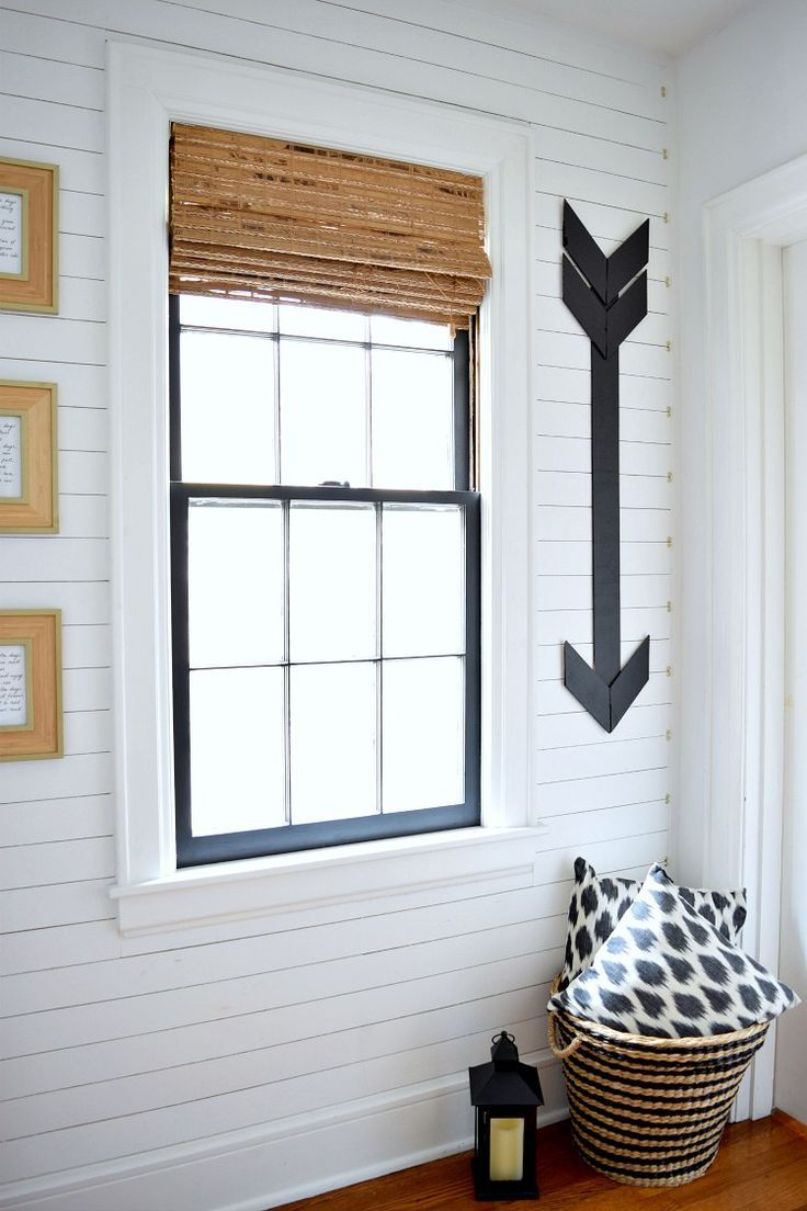 Отделка коридора панелями в деревенском стиле