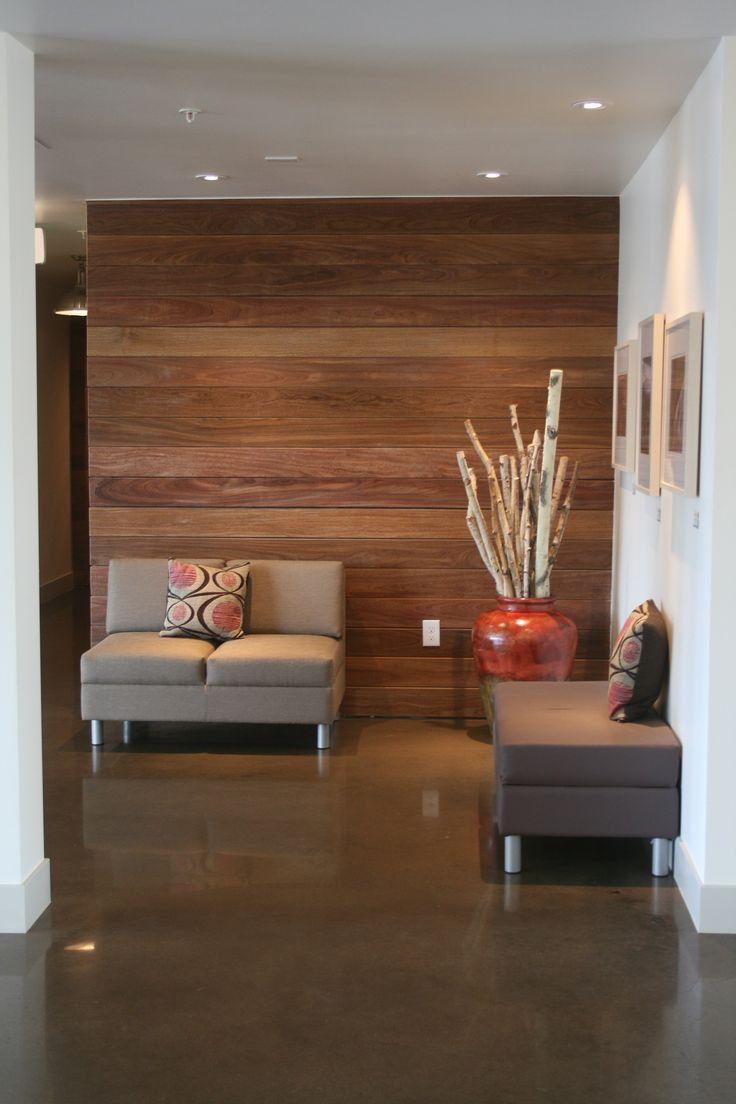 Отделка коридора панелями из дерева