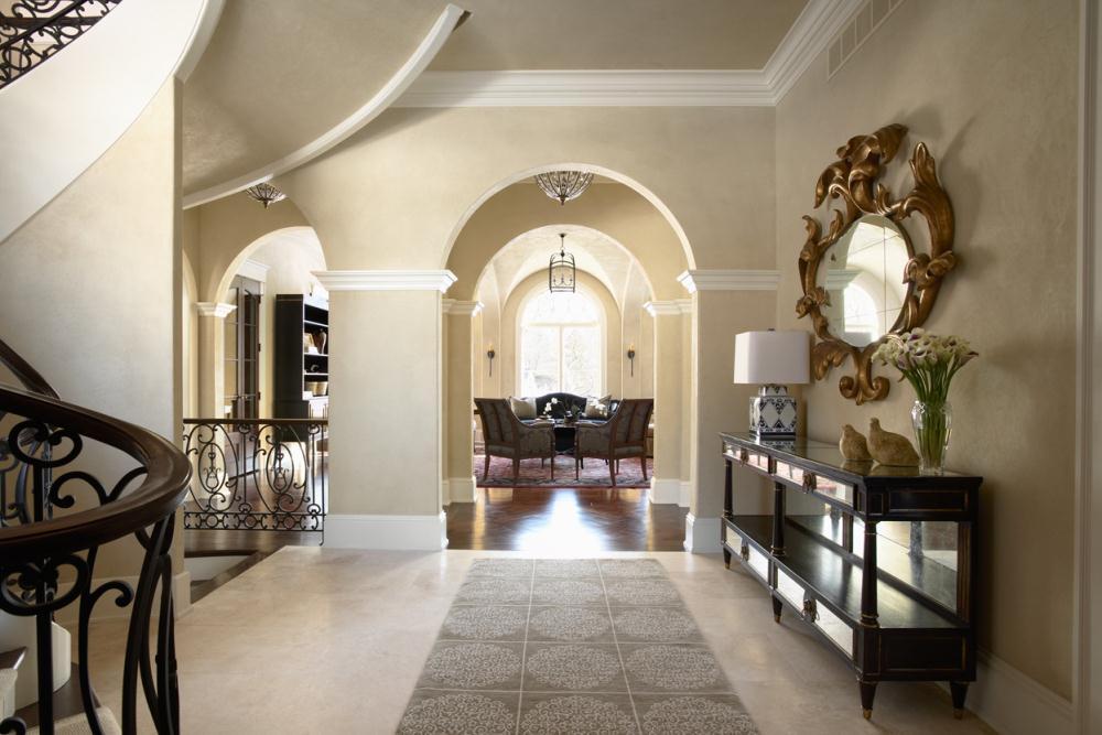 Дизайн коридора с аркой в доме