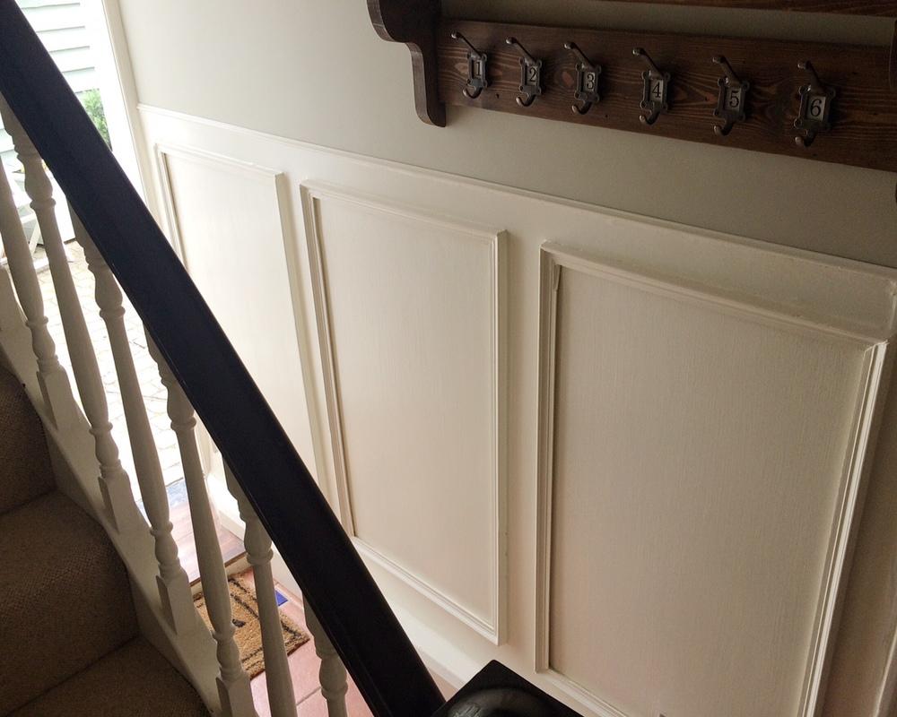 Панели из фанеры в коридоре