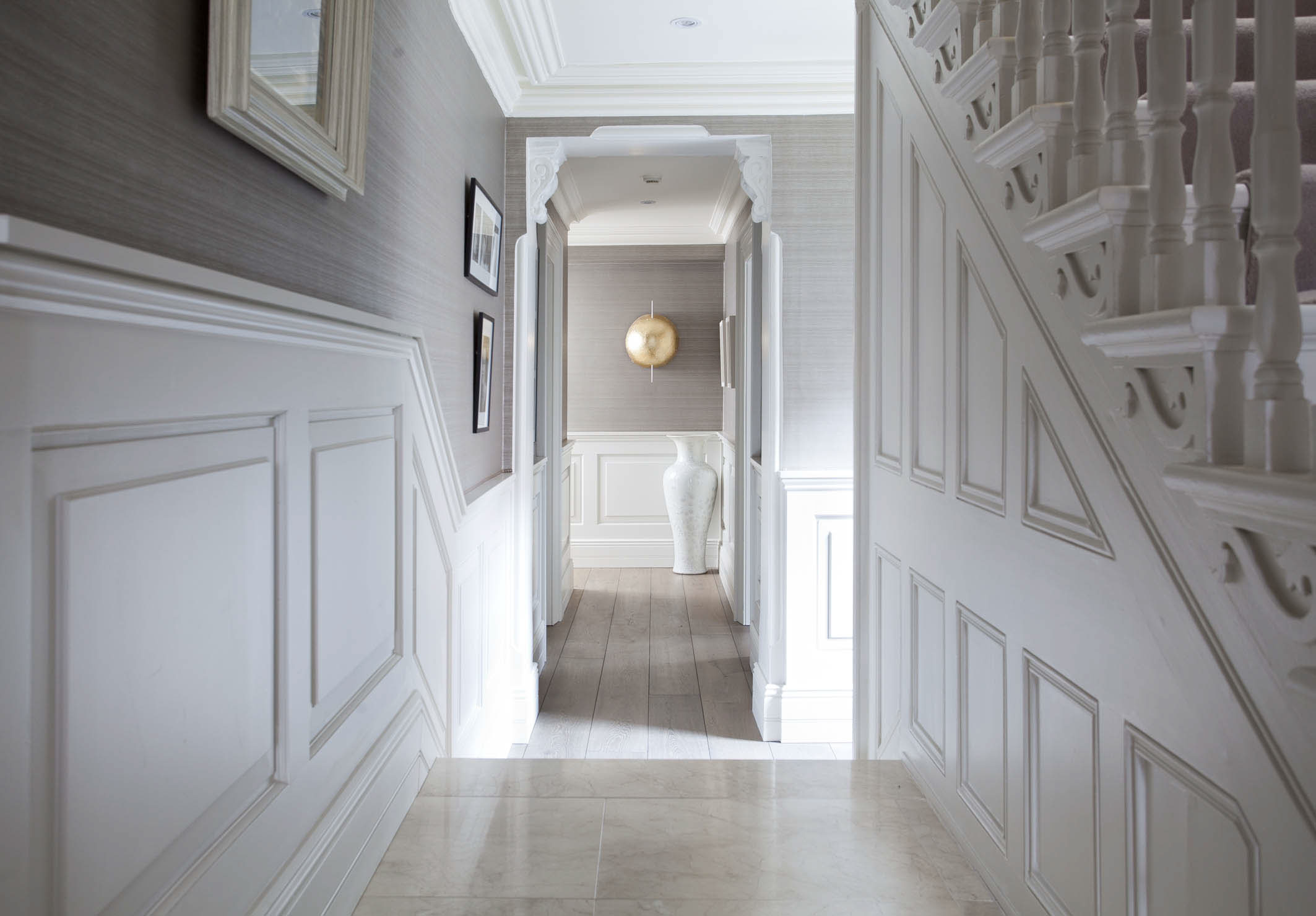Интерьер коридора с панелями