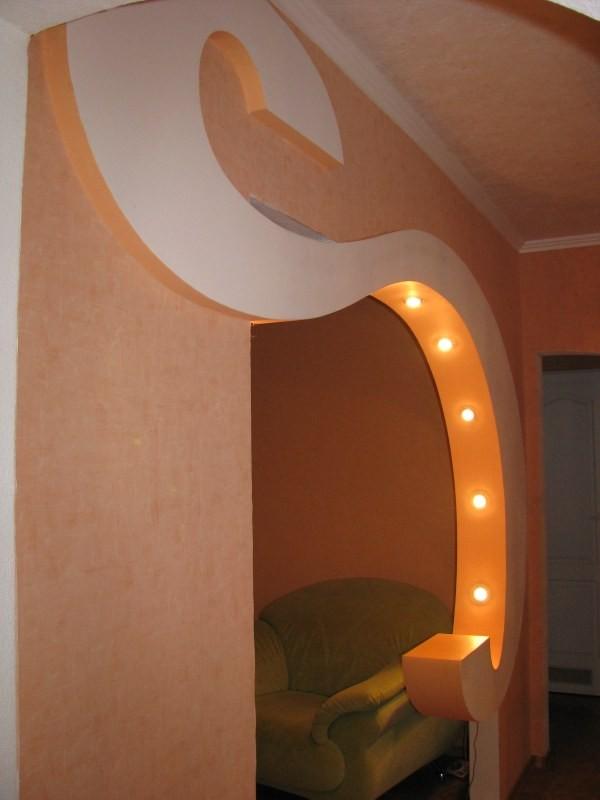Коридор с необычной аркой