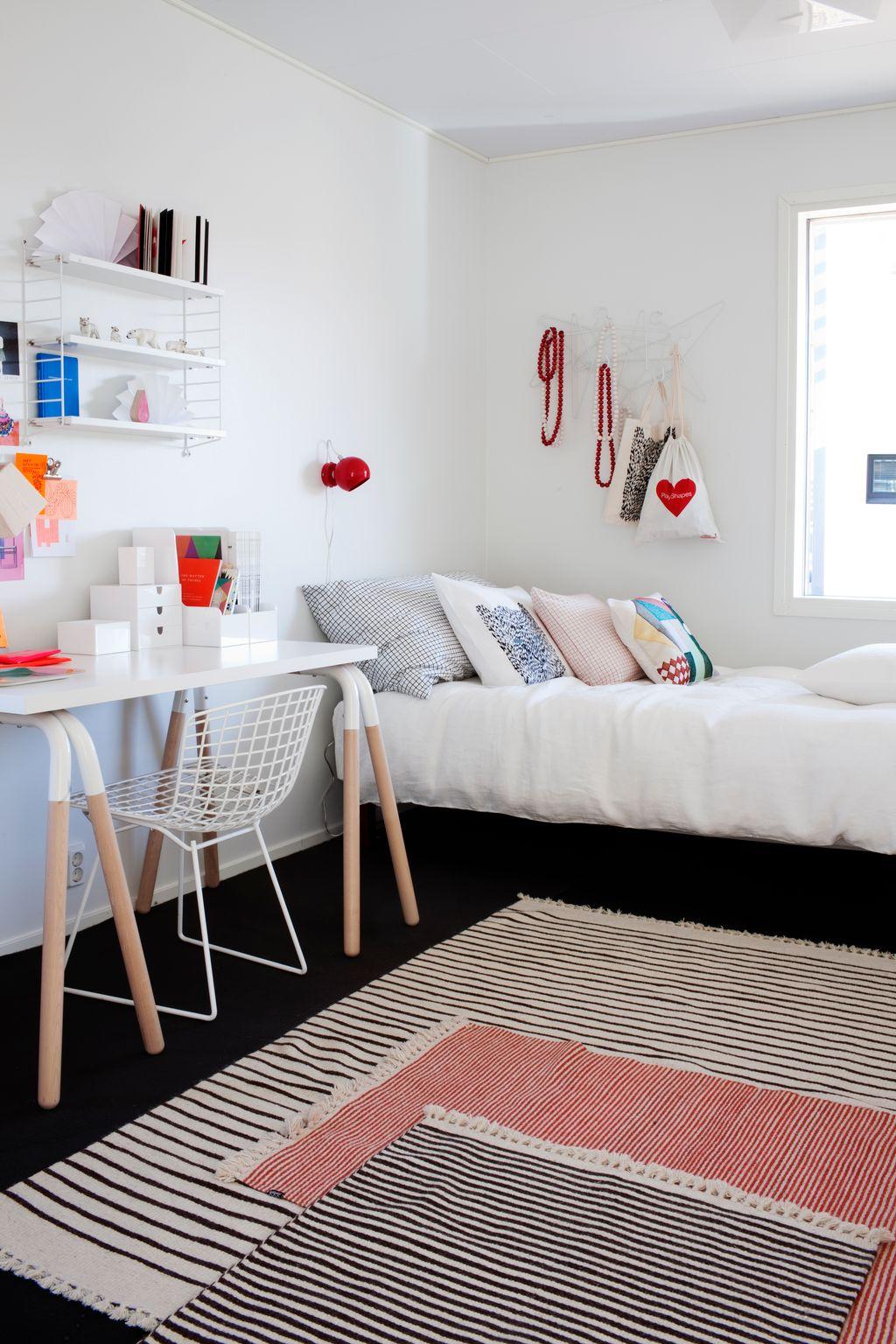 Эконом дизайн детской комнаты с ковром