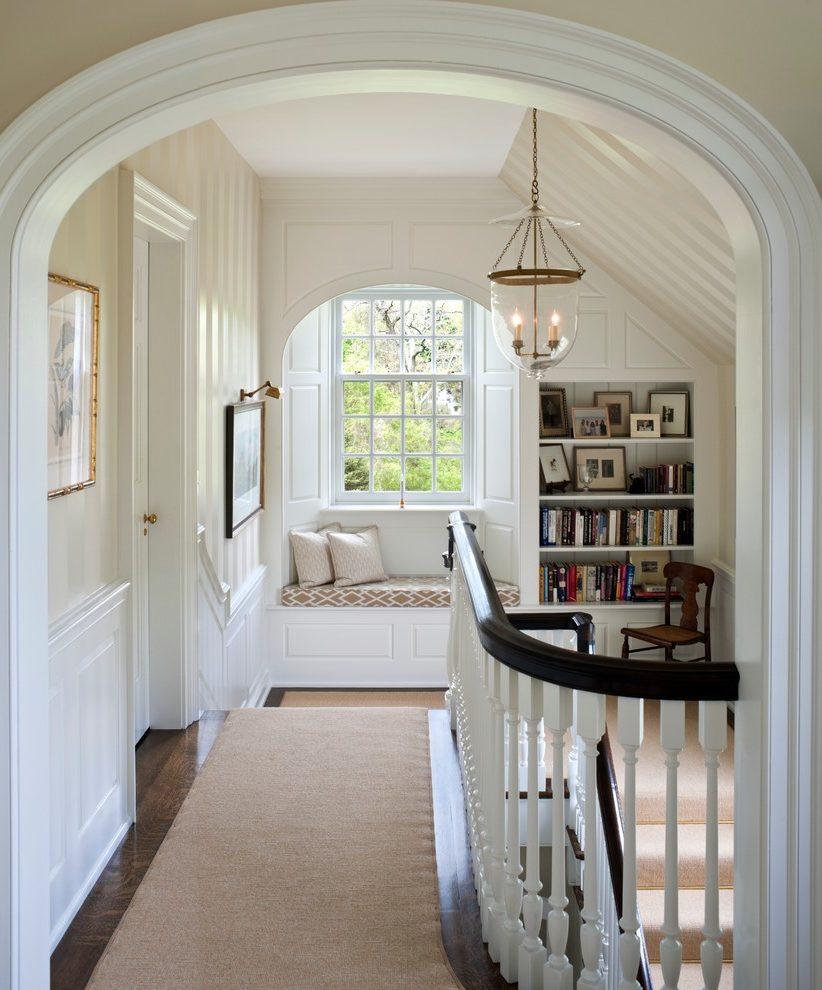 Дизайн коридора с аркой лестничной