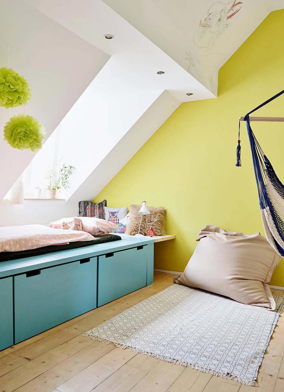 Эконом дизайн детской комнаты на мансарде