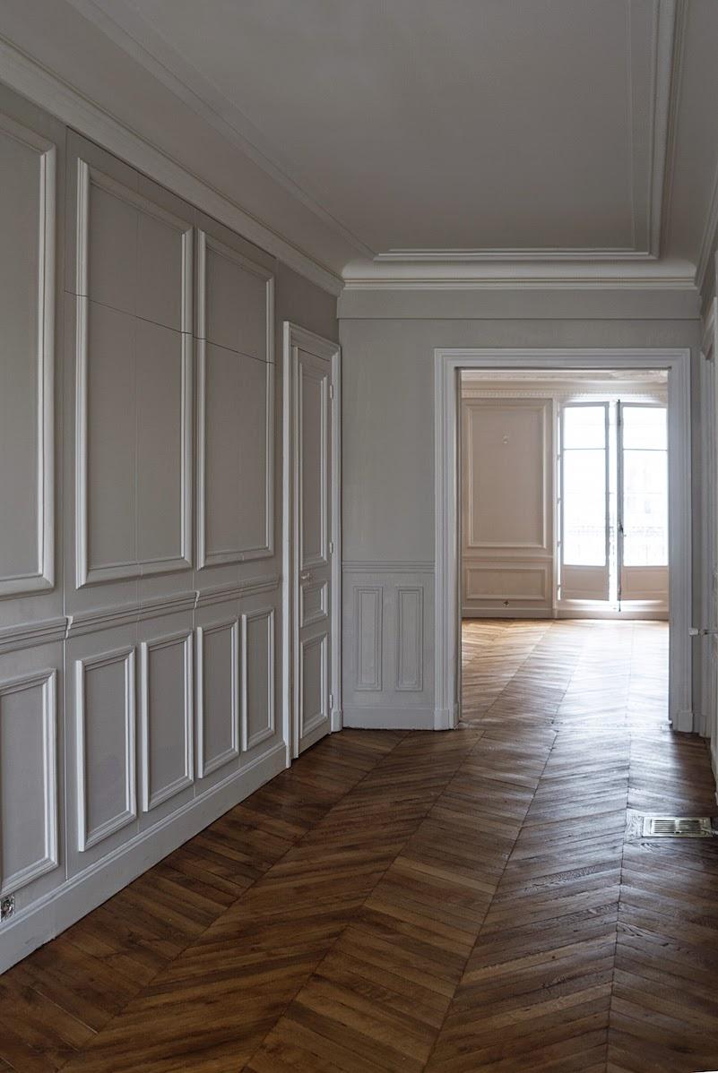 Отделка коридора панелями молдингами