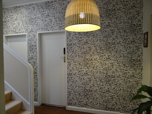 Эффектная отделка коридора обоями (64 фото)