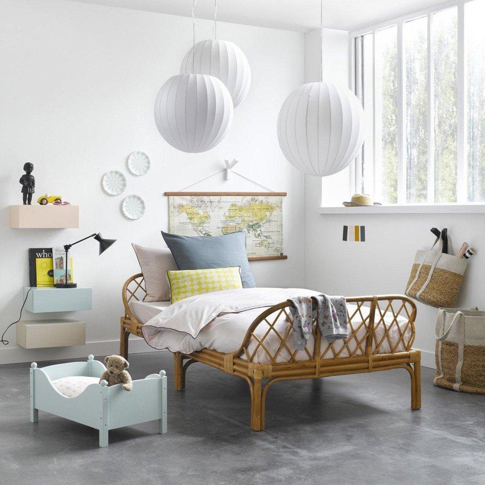 Эконом дизайн детской комнаты с плетеной мебелью