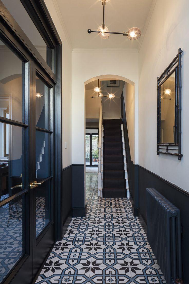 Черный интерьер коридора в стиле ретроЧерный интерьер коридора в стиле ретро