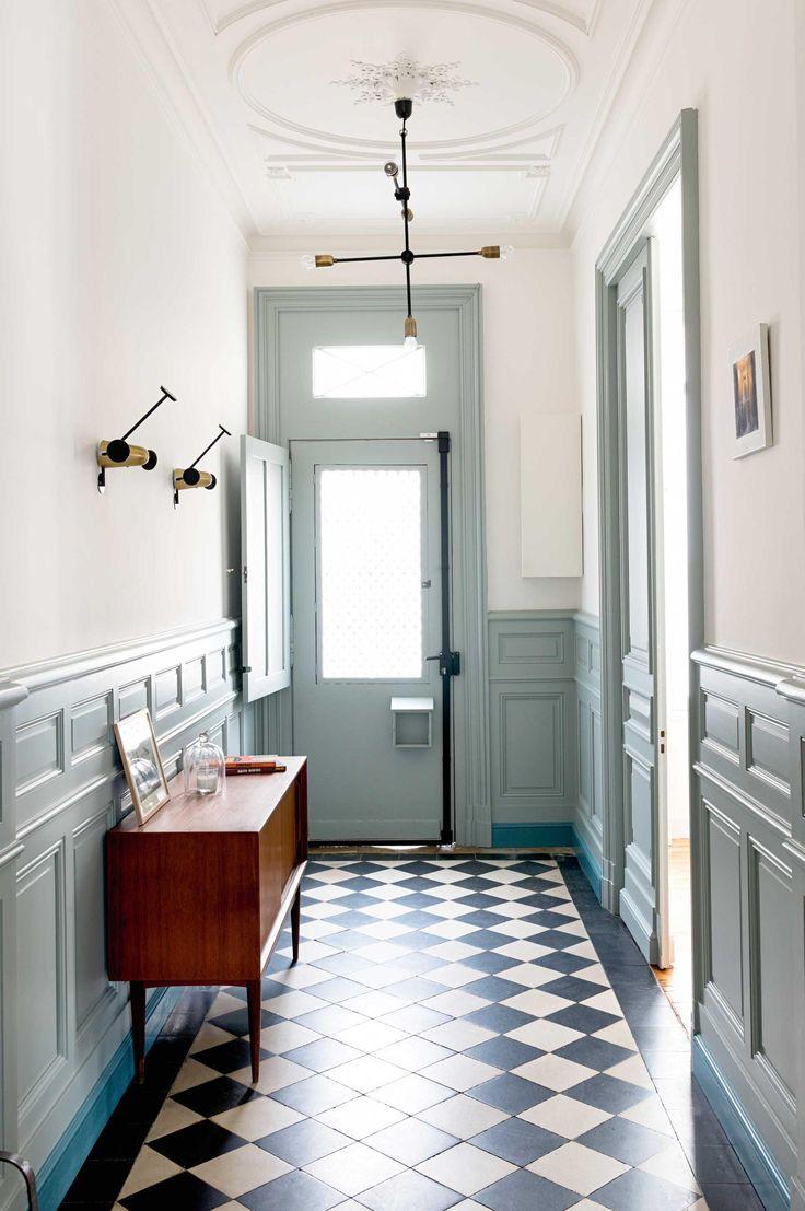 Отделка коридора панелями в стиле ретро