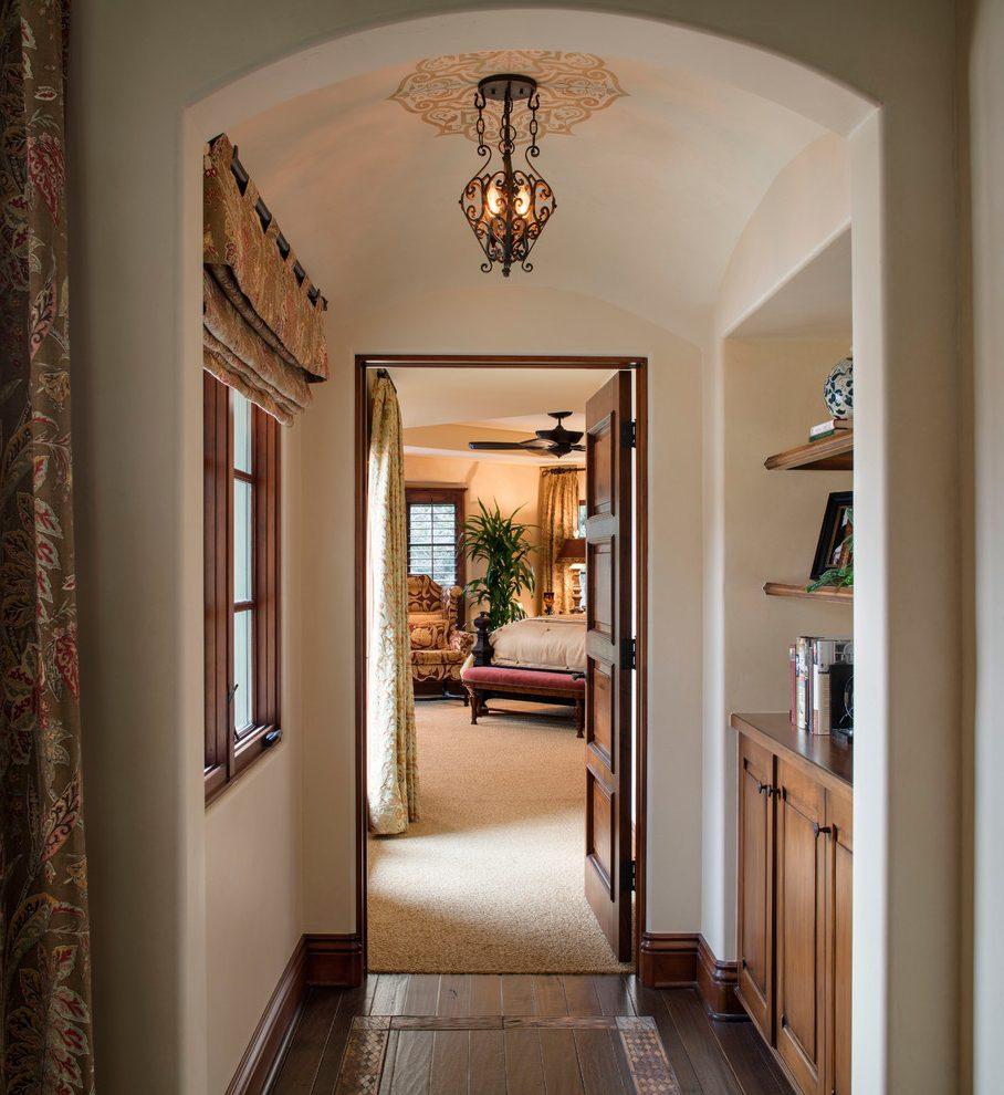 Дизайн коридора с аркой штукатуренной