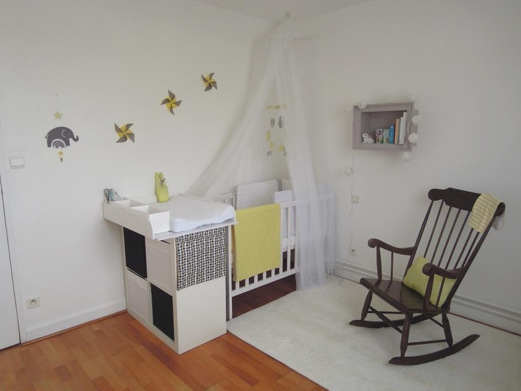 Эконом дизайн детской комнаты с бумажным декором